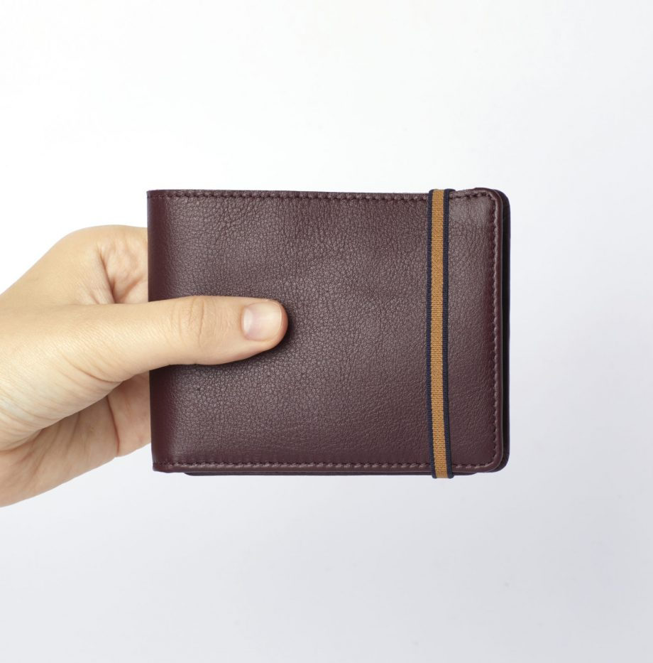 la901-bordeaux-burgundy-minimalist-wallet-with-coin-pocket-hand-scaled
