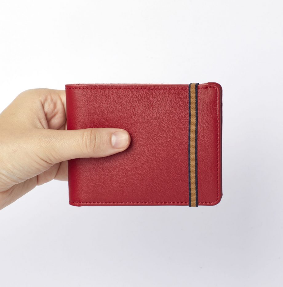 la901-rouge-red-minimalist-wallet-with-coin-pocket-hand-scaled