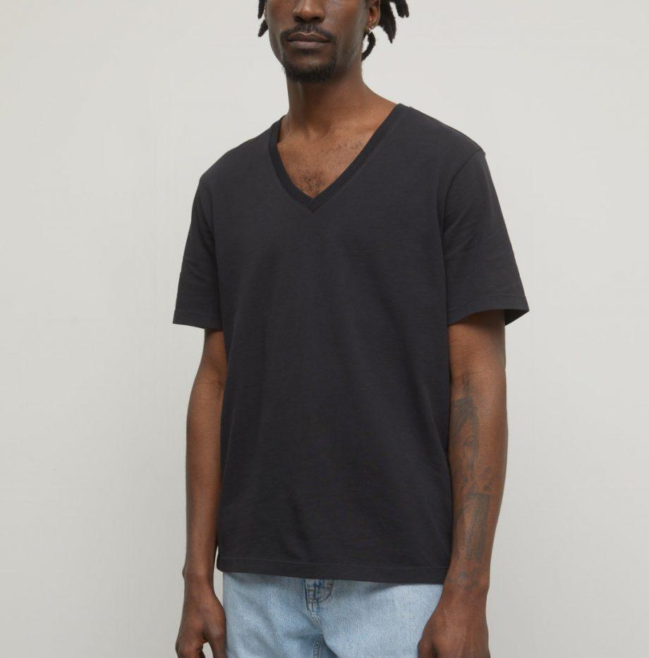 Tee-Shirt_Col_V_Closed_Noir